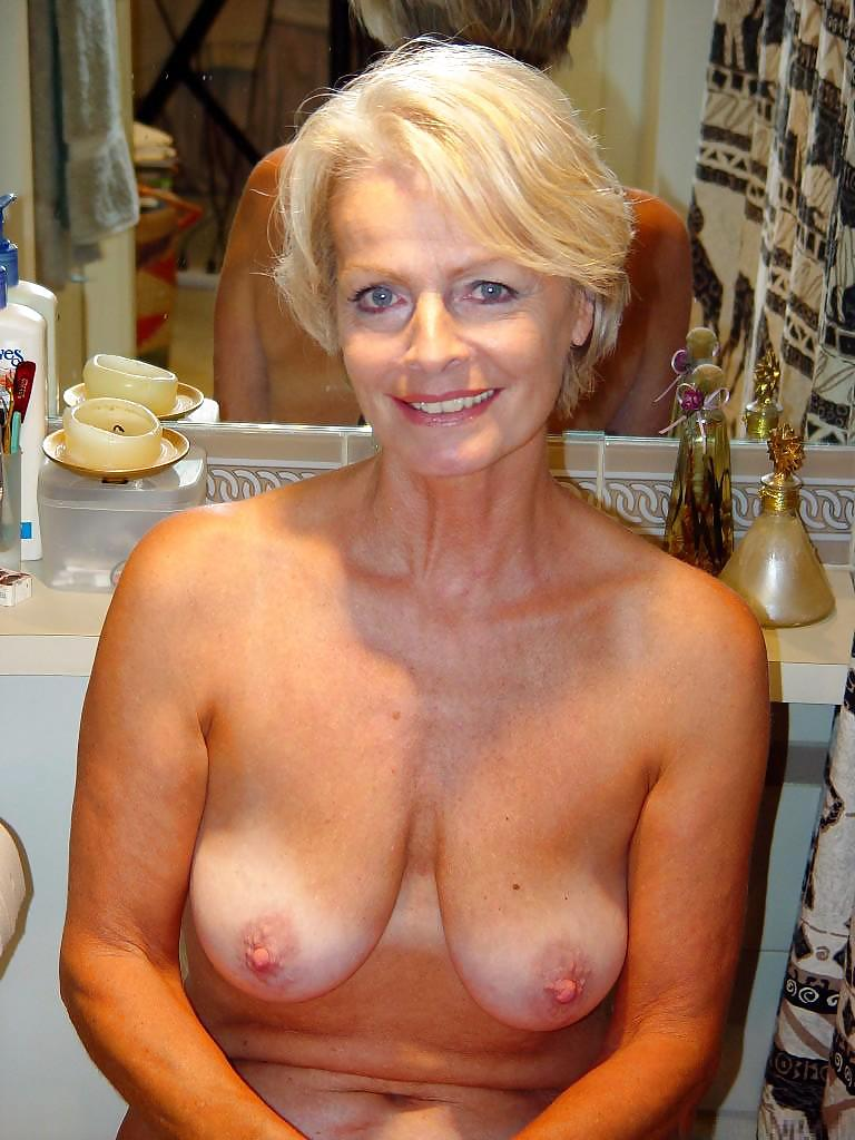 Nackt 6-blondi-privat Naked Peeing