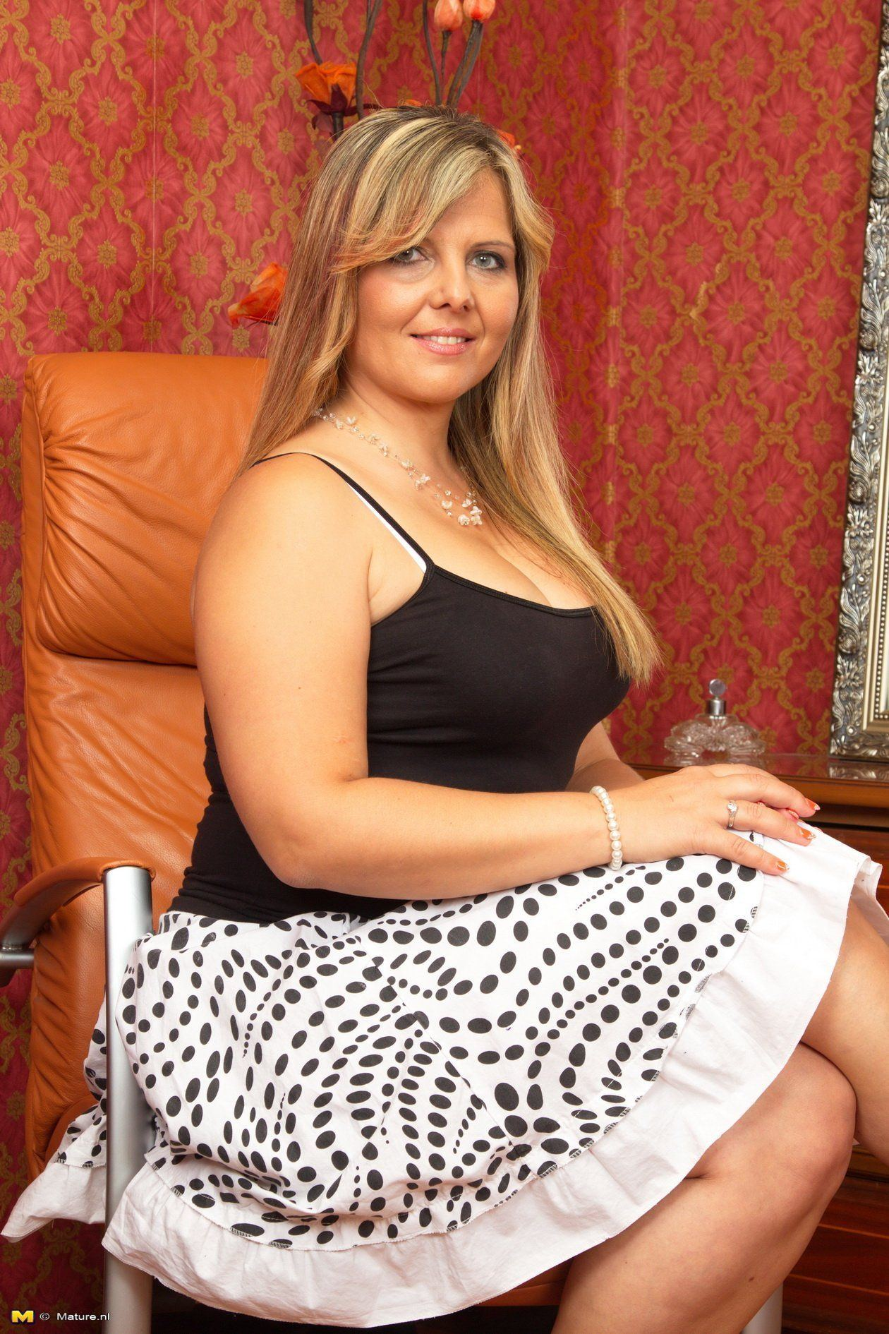 Mayure busty housewife. XXX new pics site.