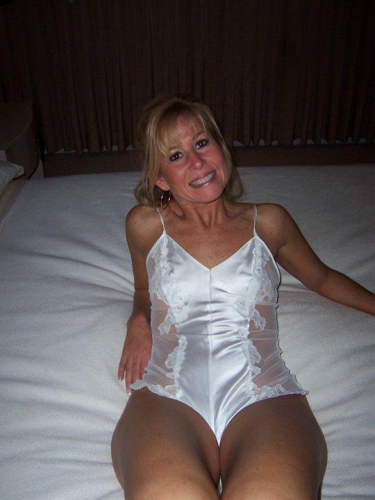 Athena reccomend Mature amateur moms posing nude